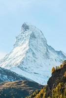 vista mozzafiato sul Cervino nelle alpi svizzere foto