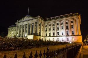 dipartimento del tesoro di notte foto