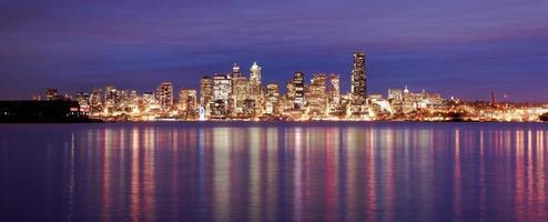 downtown seattle skyline elliott bay pug pug suono edificio per uffici foto
