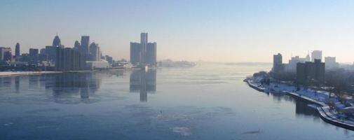 vista a volo d'uccello dell'orizzonte di detroit-windsor foto