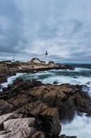 Faro di Portland Head a Cape Elizabeth, Maine in tempesta. foto
