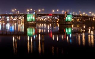 Portland Burnside Bridge di notte foto