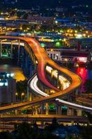 autostrada senza pedaggio di Portland alla notte foto