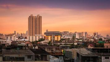 città di bangkok in serata foto
