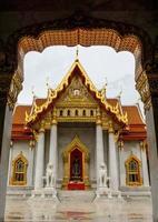 tempio di marmo, wat benchamabophit, bangkok, thailandia. foto