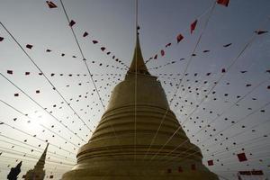 supporto dorato della Tailandia Bangkok Wat foto