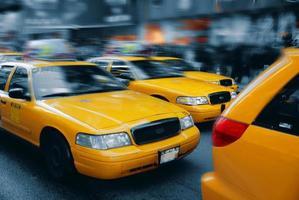 il taxi di New York è a Times Square 2 foto