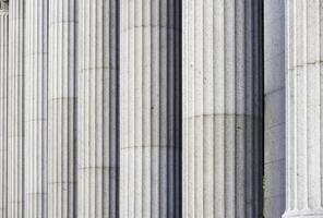 colonne classiche in un edificio governativo a New York foto