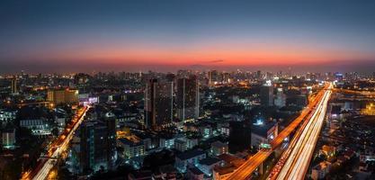 panorama crepuscolare della città di Bangkok