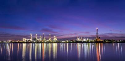 raffineria di petrolio a Bangkok in Tailandia foto