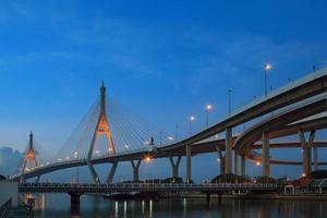 punto di riferimento importante del ponte di bhumibol 2 nella capitale di Bangkok Tailandia foto