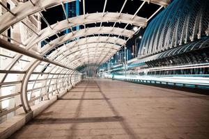 ironbridge della strada di città della scena notturna foto