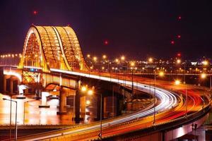 Banghwa Bridge di notte, foto