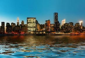 Manhattan. tarda serata panorama sullo skyline di new york city foto