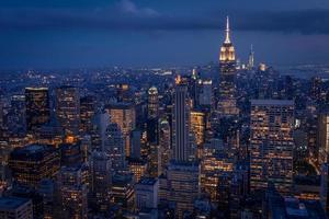 Lower Manhattan di notte visto da un luogo alto foto