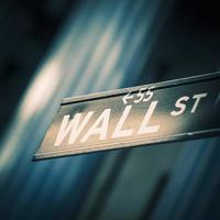 Wall Street firma dentro New York foto
