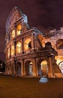Colosseo di notte - Roma, Italia foto