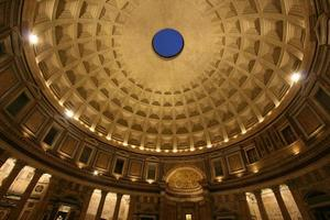 nel pantheon di notte