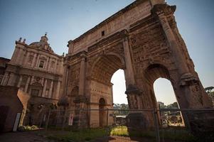 foro romano, arco di tito - roma, italia foto
