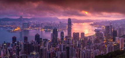 vista aerea di panorama dell'orizzonte di Hong Kong dal picco di Victoria foto