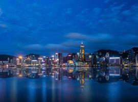 scena di notte del porto di Hong Kong Victoria foto