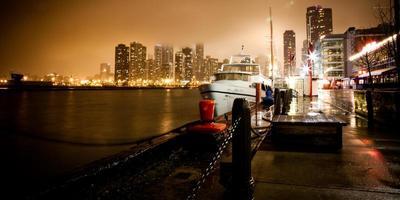 molo della marina di Chicago di notte foto