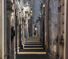 giochi di luce al cimitero di recoleta, buenos aires, argentina foto