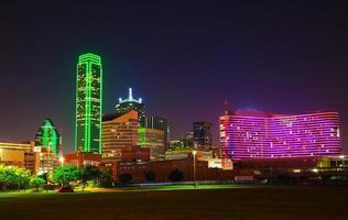 paesaggio urbano di Dallas durante la notte foto