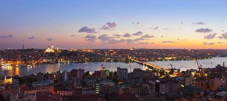 panorama al tramonto di Istanbul