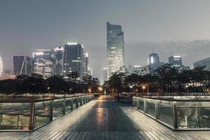scenario della città di notte a Hangzhou, Cina foto