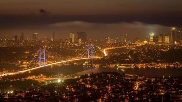 fotografia notturna di Istanbul foto