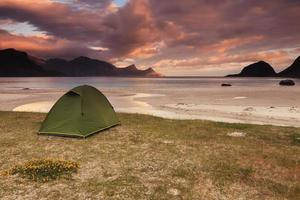 spiaggia di utakleiv nelle isole lofoten in norvegia.