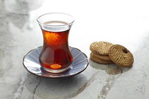 tè turco e biscotti foto