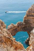 Ponta da Piedade, formazioni rocciose vicino a Lagos in Portogallo foto