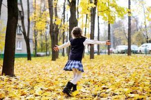 ragazza del bambino nel parco