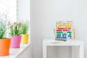 elementi colorati nella stanza dei bambini foto