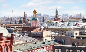 skyline della città di Mosca con il Cremlino foto
