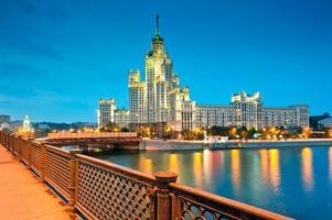 scena notturna del centro storico di Mosca foto