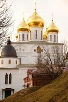 cattedrale uspensky (sobor) con cupole dorate, dmitrov, mosca re foto