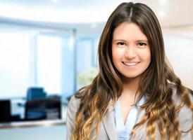 giovane manager femmina sorridente foto