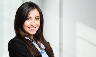 giovane ritratto femminile sorridente del gestore foto