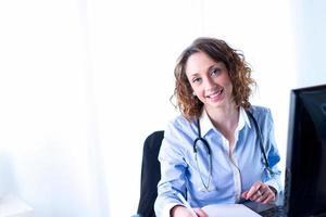 ritratto di una bellissima dottoressa foto