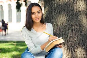 ritratto di una studentessa felice foto