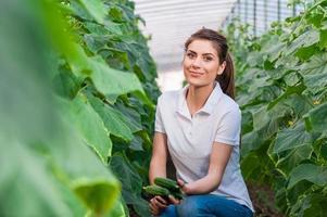 Ritratto di giovane lavoratrice agricola foto