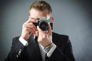 uomo con la macchina fotografica