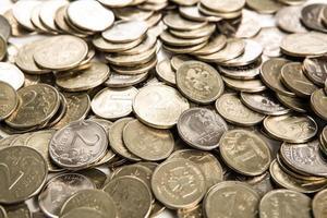 mazzo di rubli russi sotto forma di monete