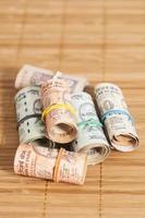 rotoli di rupie indiane foto