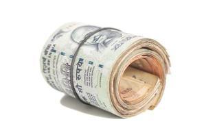rotolo di rupie indiane isolato su bianco foto
