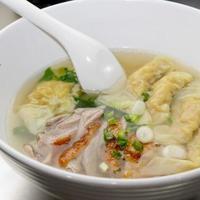 zuppa di wonton di gamberi con anatra arrosto a fette
