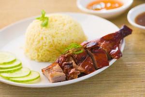 riso anatra arrosto, cibo asiatico popolare a Singapore foto